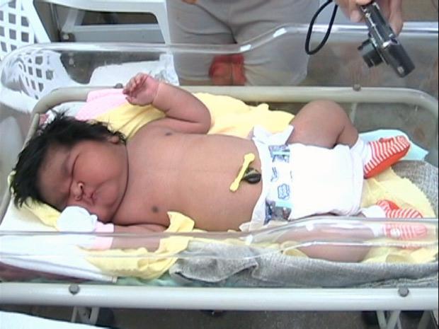 В Бразилии родилась девочка 7,1 кг !